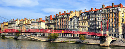Lyon-Stadt und roter Steg Stockfoto