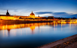 Lyon vid solnedgång i sommar Royaltyfri Foto