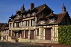 Lyons la Foret, Frankrike - marsch 15 2016: den pittoreska byn Fotografering för Bildbyråer