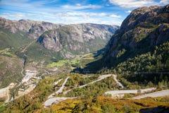 Lysebotnvegen蜒蜒路Lysebotn吕瑟峡湾Forsand罗加兰挪威斯堪的那维亚 免版税库存照片
