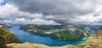 在Lysefjord的全景 免版税库存照片