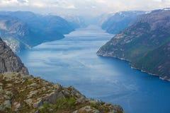 Lysefjord majestuoso, visión desde Prekestolen foto de archivo libre de regalías