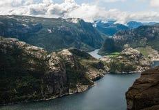 Lysefjord sikt från den Preikestolen klippan i Norge Royaltyfri Bild