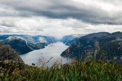Lysefjord sikt från den Preikestolen klippan i Norge Royaltyfria Foton