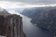 Lysefjorden鸟瞰图从山谢拉格山的,在Forsand自治市在罗加兰县,挪威 免版税库存图片