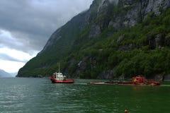 Lysefjorden船 免版税图库摄影