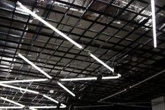 Lysrör på det högteknologiska taket - inklusive daglampor Arkivbilder