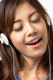 Lyssna till musik Arkivfoto