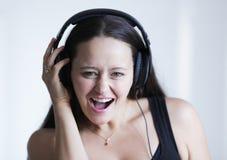 Lyssna till musiken royaltyfria bilder
