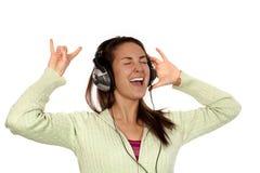 lyssnande hög musikkvinna Fotografering för Bildbyråer