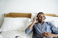 lyssnande manmusik för illustration som 3d framförs till Fotografering för Bildbyråer