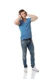 lyssnande manmusik för stilig hörlurar till Arkivfoton