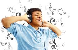 lyssnande manmusik till Arkivbilder