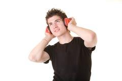 lyssnande manmusik till Arkivfoto