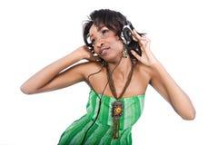 lyssnande musik för afrikan Arkivfoto