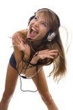 Lyssnande musik för härlig kvinna Arkivbilder