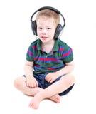 lyssnande musik för pojke till royaltyfri bild