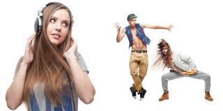 Lyssnande musik för ung kvinna och två dansare på bakgrund Royaltyfria Foton