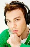 Lyssnande musik för ung man Royaltyfria Bilder