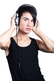 Lyssnande musik för ung man Arkivfoton