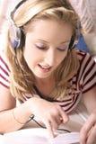 lyssnande musik till arkivfoton