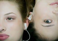 lyssnande musik till Fotografering för Bildbyråer