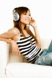 lyssnande musik till Royaltyfri Bild