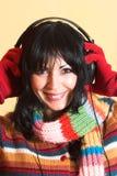 lyssnande musikkvinna Arkivbild