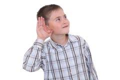 lyssnande s uppvisning för pojke Arkivbilder