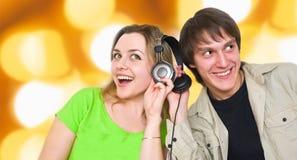 lyssnar musik Arkivfoton