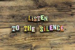 Lyssnar tystnadvishetkunskap att tala slappt tyst tyst royaltyfri bild