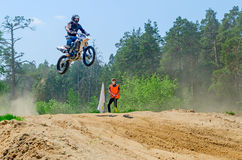 LYTKARINO,莫斯科地区,俄罗斯- 2013年5月18日:摩托车越野赛杯子mo 免版税库存照片