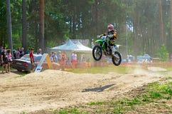 LYTKARINO,莫斯科地区,俄罗斯- 2013年5月18日:摩托车越野赛杯子mo 免版税库存图片