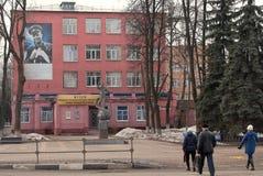 Lyubertsy, Rússia Museu de Lyuberetskiy da faculdade nomeada após o herói da União Soviética, piloto-cosmonauta Yuri Gagarin foto de stock