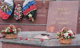 Lyubertzy Ryssland Minnesmärke till hjältarna av det stora patriotiska kriget evig flamma Arkivfoto