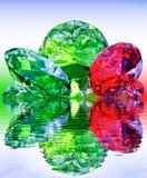 Lyx ädelstenar, reflekterade i vattnet Royaltyfria Bilder
