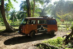 Lyx- 60 bil för VW-fönster i djungeln, Panama Royaltyfria Bilder