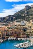 Lyx seglar i fjärden av Monaco Arkivfoto