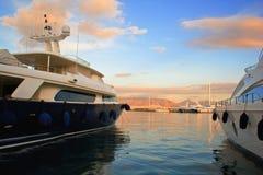 Lyx seglar i marina Fotografering för Bildbyråer