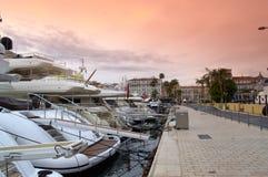 Lyx seglar i port, Cannes Frankrike Fotografering för Bildbyråer
