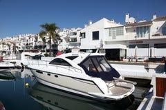 Lyx seglar i Puerto Banus, Spanien royaltyfri fotografi