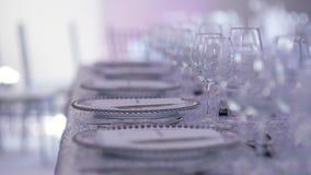 Lyxdekorerat bord för bröllopsmiddag lager videofilmer