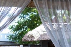Lyxhem, uteplats, tropisk villasemesterort på den Bali ön, Indonesien royaltyfri foto