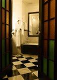 Lyxig antik badrum arkivbild