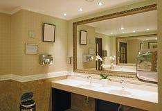 Lyxig badrum Fotografering för Bildbyråer