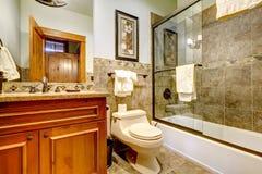 Lyxig badrum för bergkabinhem Arkivfoton