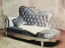 Lyxig barock soffa royaltyfria foton