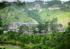 Lyxig bergsemesterort i Dalat, Vietnam Royaltyfri Fotografi