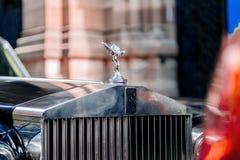 Lyxig bil för Rolls Royce tappninglimousine i stad Royaltyfri Foto