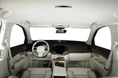 Lyxig bil inom Inre av den moderna bilen för prestige Bekväma läderplatser Cockpit för vitt läder och trä royaltyfria foton